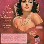 Rita hayworth anunciando Maybelline