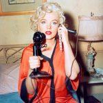 Marilyn Monroe, Con faldas y a lo loco (6)